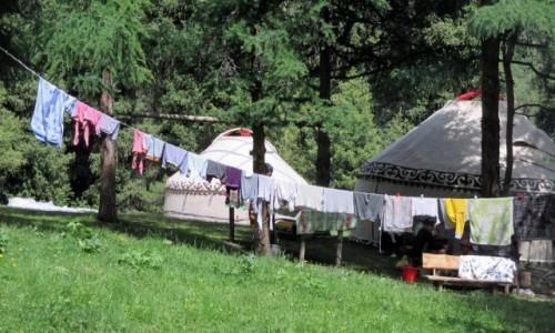 Zdjęcie KIRGIZJA / Tien-Shan / Gdzieś powyżej Kyzyl Tuu / Ojciec prać?