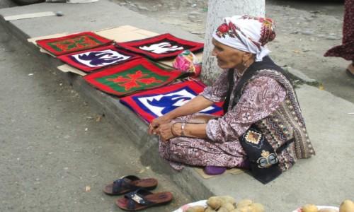 Zdjęcie KIRGIZJA / Południowy zachód / Bazar w Dżalalabadzie / Wyczekiwanie