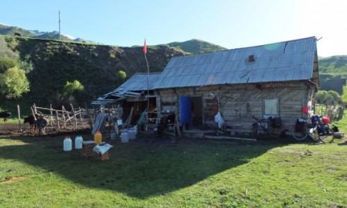 KIRGIZJA / - / z Karkary w kierunku Issyk Kul / Skromny ale bardzo gościnny domek