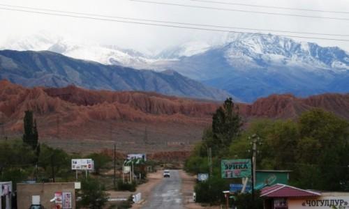 KIRGIZJA / obwód issykkulski / po południowej tronie  jeziora Issyk Kul / Kolorowa Kirgizja o zmiennym klimacie