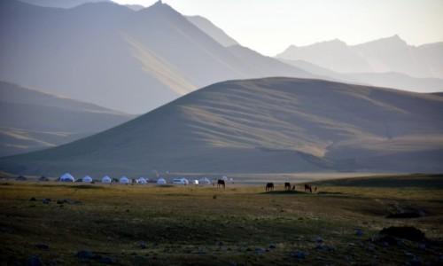 KIRGIZJA / Suusamyr / Kirgistan / o zachodzie słońca