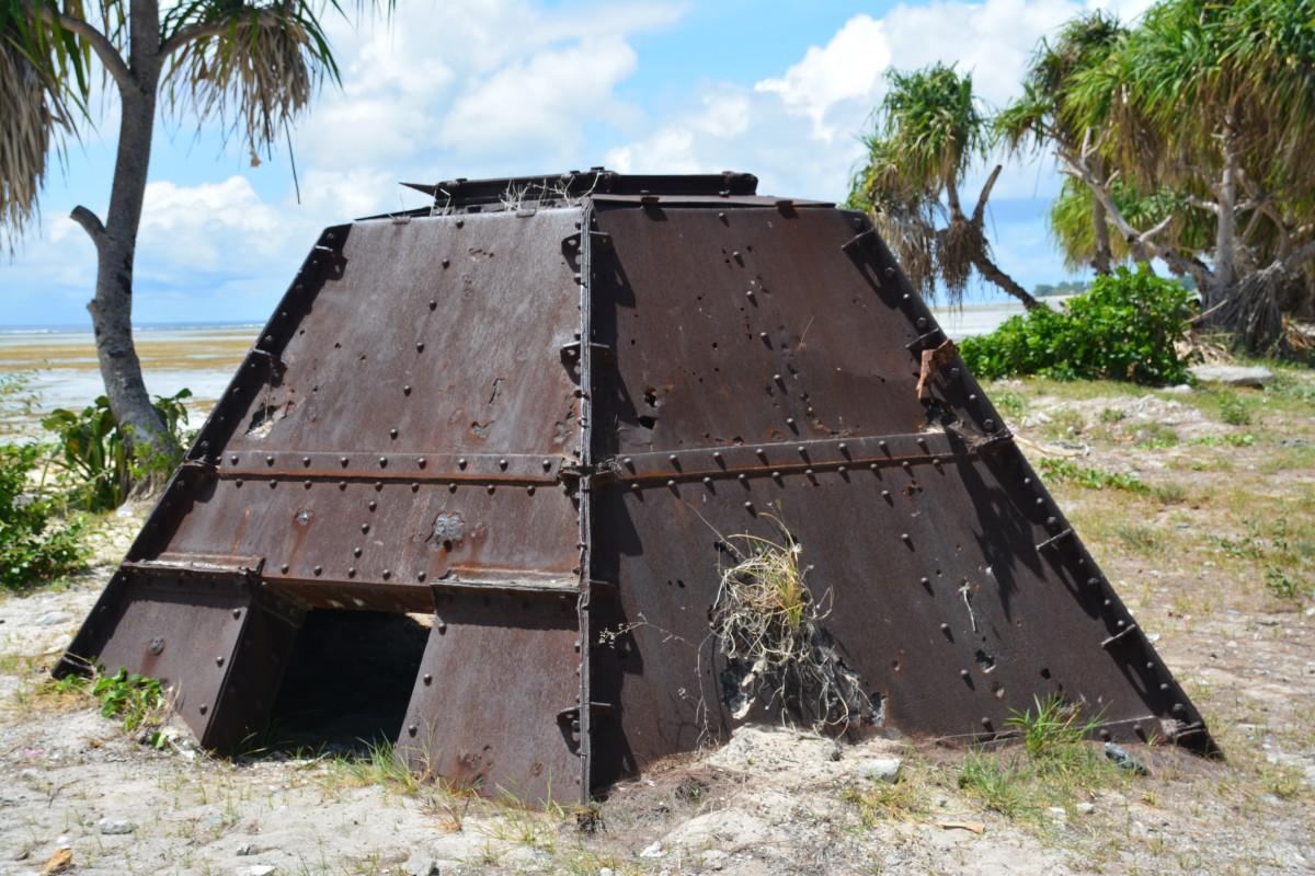 Zdjęcia: Betio, Tarawa Południowa, Dzisiaj wchodzą z nissanami a kiedyś....., KIRIBATI