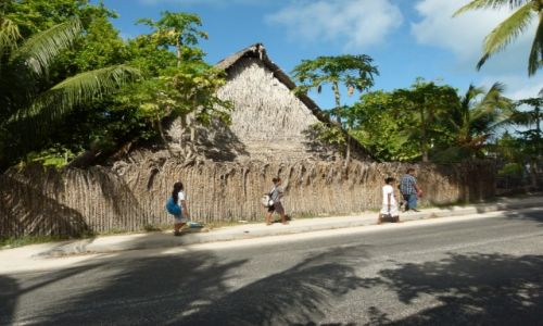 Zdjecie KIRIBATI / Tarawa / Bikenibeu / ...i ruch w stolicy...