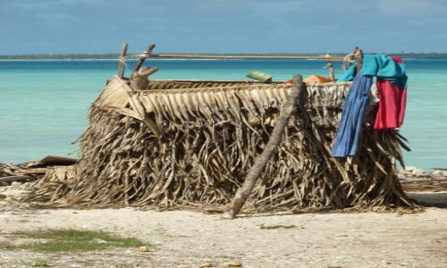 Zdjecie KIRIBATI / Tarawa / Betio / ...jest wielofunkcyjna wygódka...
