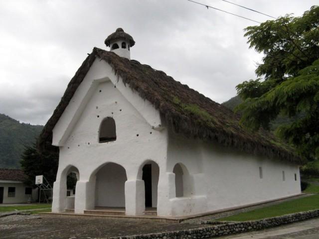Zdjęcia: Tierradentro, Tierradentro, Kryty strzechą kościół z XVIII wieku w San Andrés de Pisimbalá, KOLUMBIA
