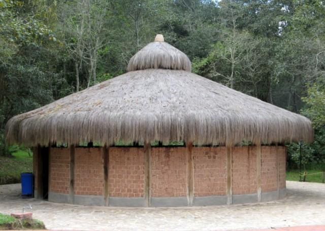 Zdjęcia: Guatavita, Okolice Bogoty, Replika ceremonialnego domostwa plemienia Chibcha , KOLUMBIA