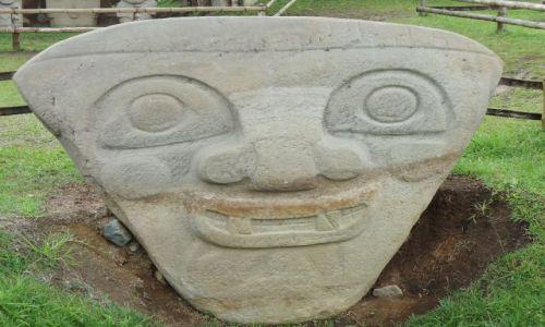 Zdjęcie KOLUMBIA / Huila / San Agustin / Posąg (3)