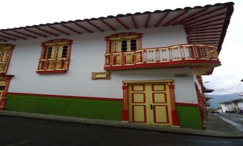 Zdjęcie KOLUMBIA / Caldas / Salamina / Dom przy rynku