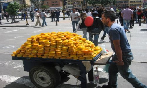 KOLUMBIA / Bogota / Bogota / Na straganie w dzień targowy...