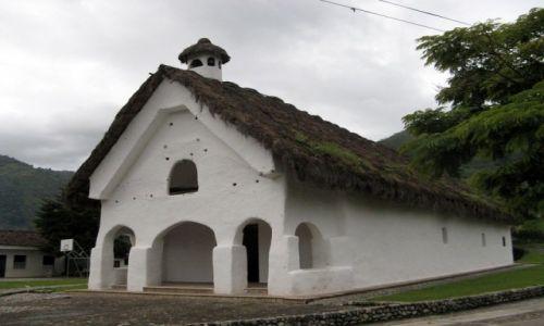 KOLUMBIA / Tierradentro / Tierradentro / Kryty strzechą kościół z XVIII wieku w San Andrés de Pisimbalá