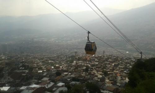KOLUMBIA / Antioquia / Medellin / Kolejka Górska w Centrum Miasta