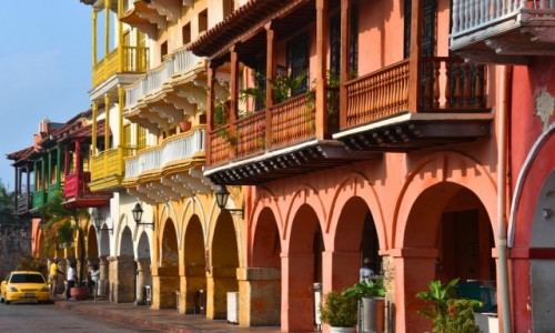 Zdjecie KOLUMBIA / Cartagena de Indias / Stare miasto, Plaza de Los Coches / Kamieniczki starego miasta