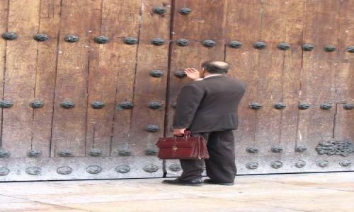 Zdjęcie KOLUMBIA / Cundinamarca / Bogota / Modlitwa przed Katedrą...