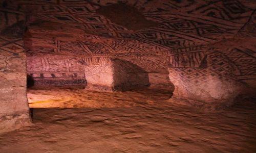 Zdjecie KOLUMBIA / płd-zach Kolumbia / mdzy La Plata a Popayan (Segovia) / Wnętrze grobowca - kultura prekolumbijska.