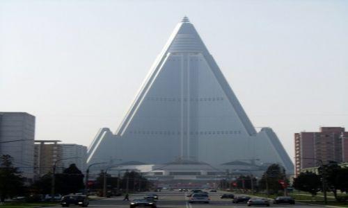 KOREA PÓŁNOCNA / AZJA / PHENIAN / HOTEL BUDOWANY OD 25 LAT W PHENIANIE
