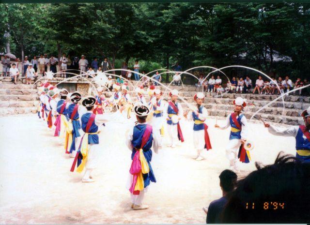 Zdjęcia: Skansen w pobliżu Seulu, Tradycyjne tańce koreańskie, KOREA POŁUDNIOWA