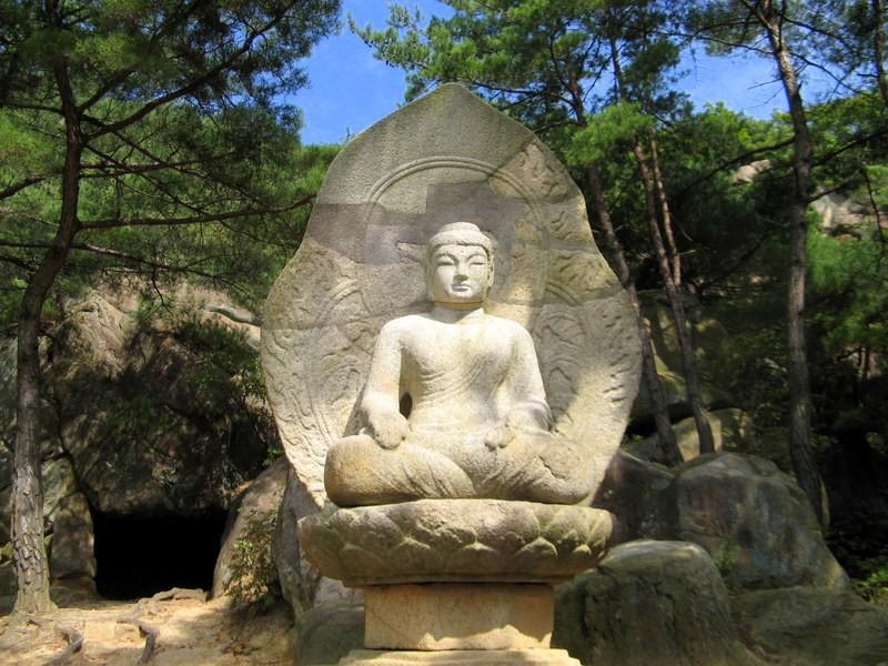 Zdjęcia: Namsan, Gyeongju, Kamienny Budda na górze Namsan, KOREA POŁUDNIOWA