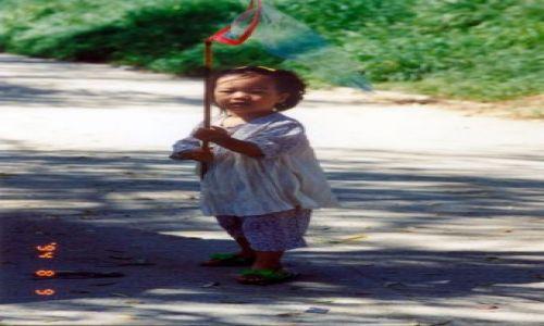 KOREA POŁUDNIOWA / brak / Pobliże Seulu / Dziecko z siatką na motyle