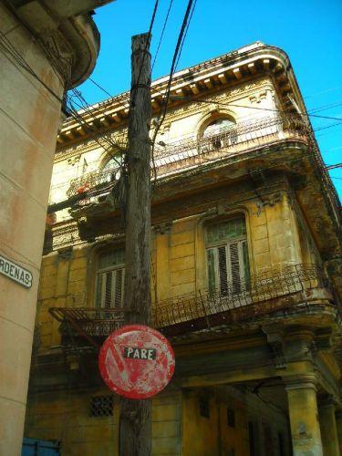 Zdjęcia: Centro Havana, Havana, Wszystko gnije, wszystko gnije..., KUBA