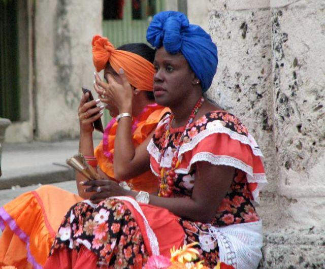Zdjęcia: centrum, Habana, fantazyjne turbany, KUBA