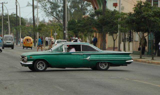 Zdjęcia: varadero, Uwaga  - zachodzi na zakrętach, KUBA