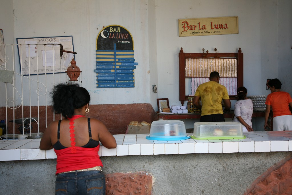 Zdjęcia: Hawana, La Habana, Bar pod księżycem (Bar la Luna), KUBA
