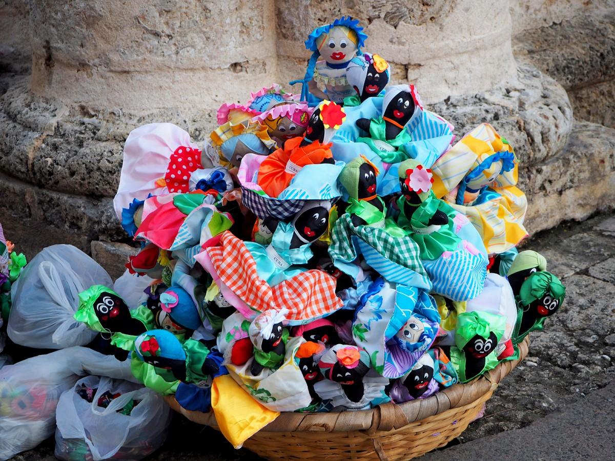 Zdjęcia: Hawana, płn. Kuba, Dwustronne laleczki, KUBA