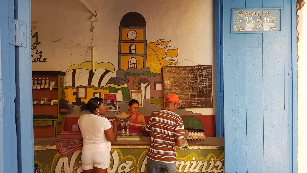 Zdjęcia: Trinidad, Prowincja Sancti Spiritus, Nie musi być długo otwarty, KUBA
