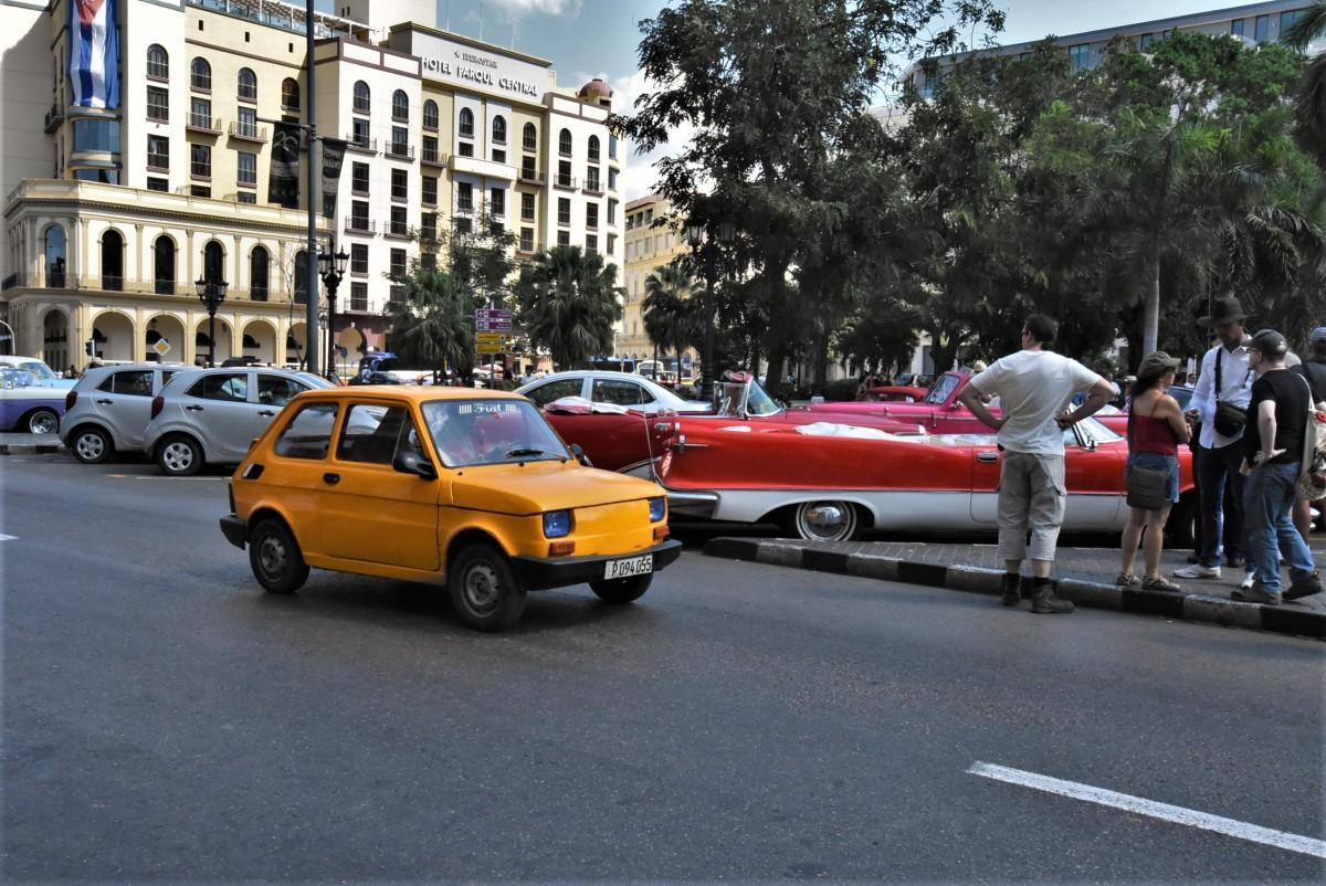 Zdjęcia: La Habana, Stolica, La Habana kubańskie auta, KUBA