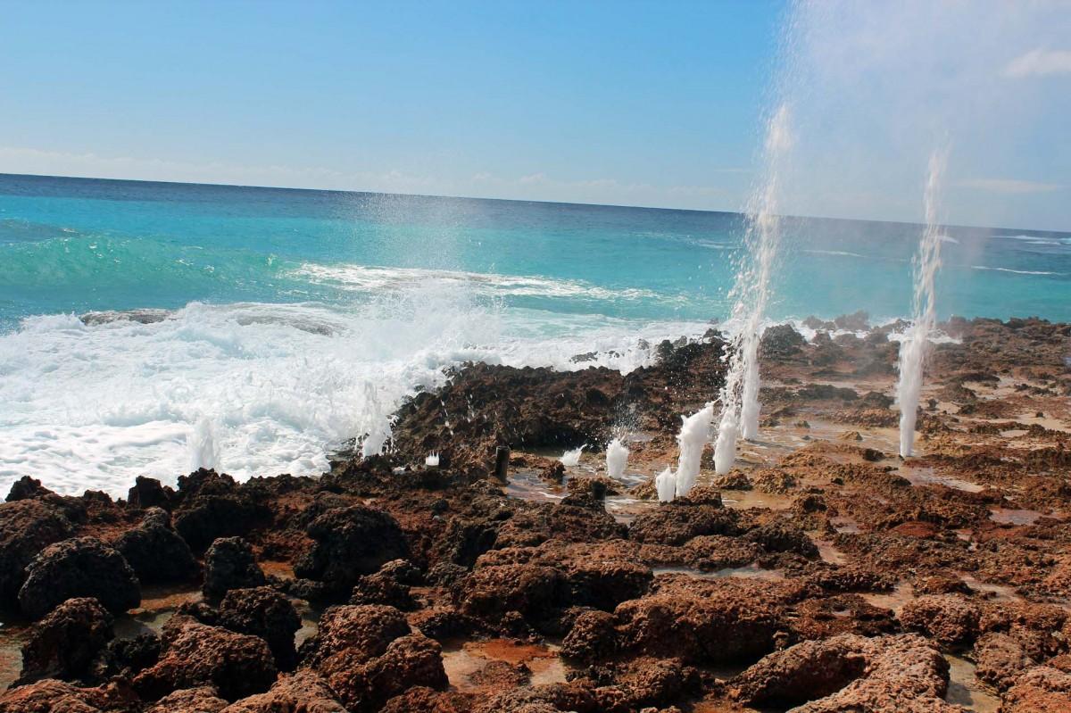 Zdjęcia: Niedaleko hotelu Carisol los Corales, Santiago de Cuba, Blow holes (pseudo-gejzery), KUBA