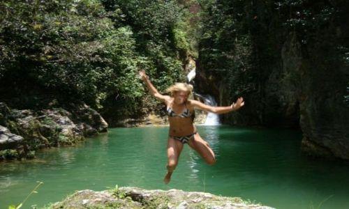 Zdjecie KUBA / Pinar del Rio / Pinar del Rio / ukryty w srodku dzungli wodospad