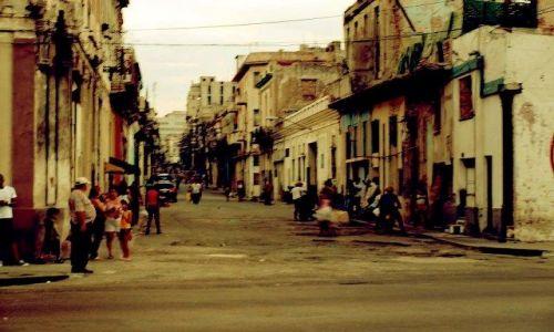 Zdjecie KUBA / - / Hawana / Ulica Hawany