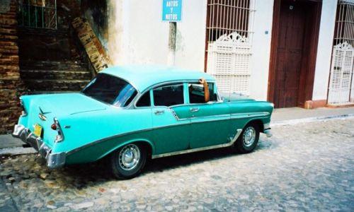 Zdjęcie KUBA /   / Trinidad / Oldtimer na kubańskich drogach