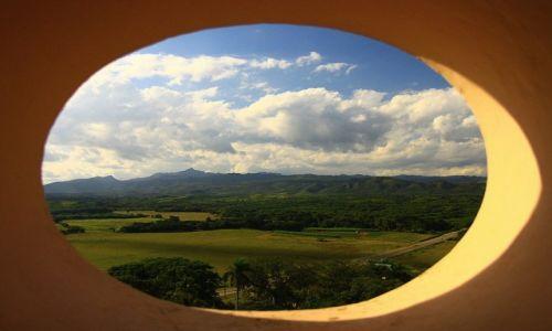 Zdjecie KUBA / Valle de Los Ingenios / Torre Iznaga / Z okna wieży...