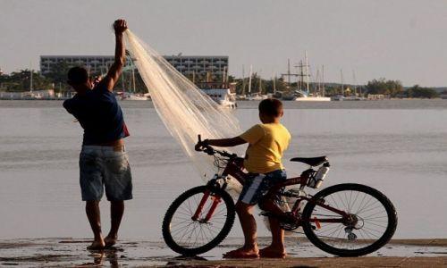 Zdjęcie KUBA / Camaguey / na nabrzeżu / Znów ryba na kolację...