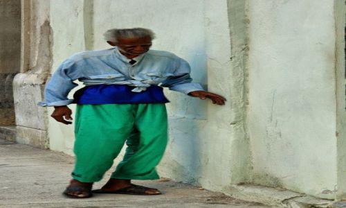 Zdjęcie KUBA / Hawana / miasto / Pomalutku do celu...