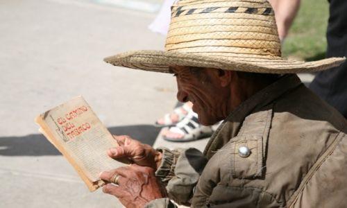 KUBA / Sancti Spiritus / Trynidad de Cuba / Lektura