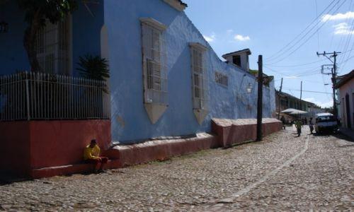 Zdjęcie KUBA /  wybrzeże południowe / miasto Trinidad / Uliczka