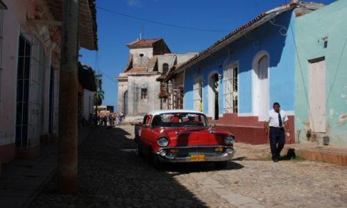 Zdjęcie KUBA / południowe wybrzeże środkowej Kuby / Trinidad / Na ulicy