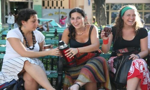 Zdjecie KUBA / Santiago de Cuba / Park Cespedes / Czas na yerba mate