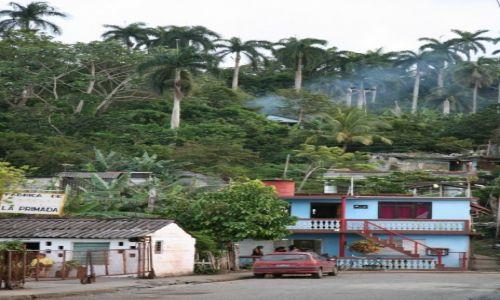 Zdjecie KUBA / Prowincja Guantánamo  / Baracoa / Miasteczko na skraju lasu