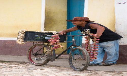 Zdjęcie KUBA / / / Trynidad / Kup Pan czosnek