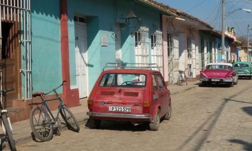 Zdjęcie KUBA / / / Trynidad / Też mam malucha, a co.