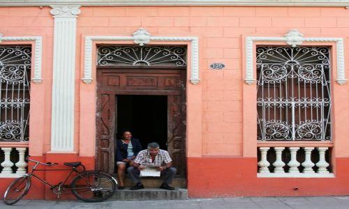 Zdjęcie KUBA / Camaguey / Camaguey (Puerto Príncipe)  / Na progu