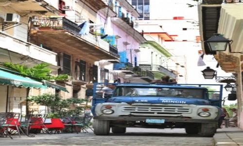 Zdjecie KUBA / Hawana / Hawana / Limuzyna na ulicach Hawany
