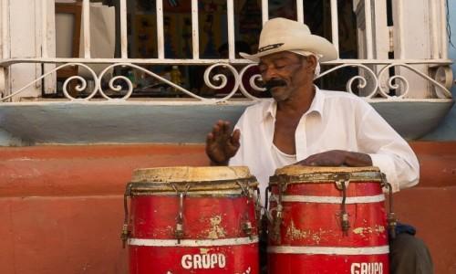 Zdjęcie KUBA / / / Trynidad / Bębniarz