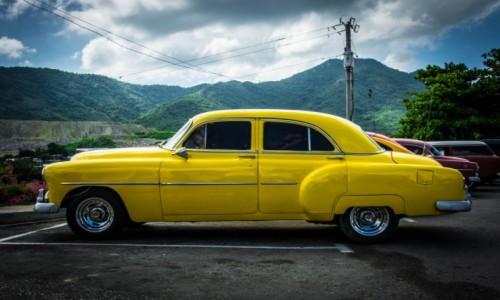 Zdjecie KUBA / Havana / Havana / Kubańskie zabytki na kółkach