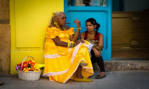 Zdjecie KUBA / Havana / Havana / Lady in...yello
