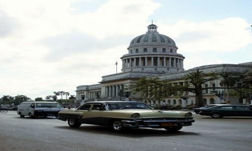 Zdjęcie KUBA / La Habana  / Hawana  / Przed Kapitolem