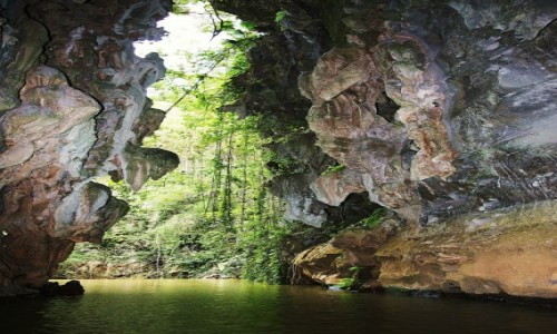 Zdjęcie KUBA / Vinales / Jaskinia Cueva del Indio / Do światła z mroku